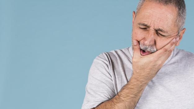 Bolečina v zobu se uvršča v skupino najbolj invazivnih bolečin