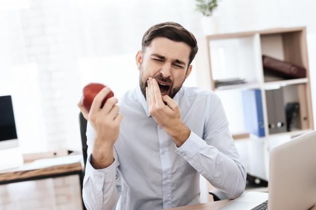 Pogost simptom, da bo potrebna endodontija je občutljivost zoba na pritisk