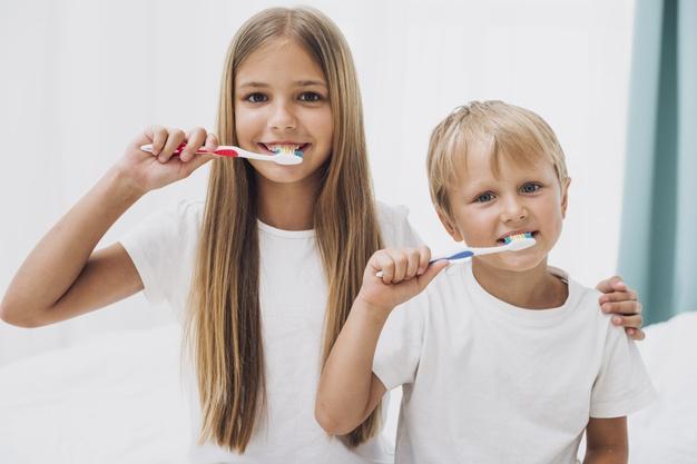 Otroški zobozdravnik poudarja skrb za mlečne zobe