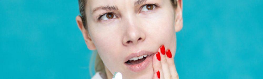 Prvi simptomi so boleče dlesni