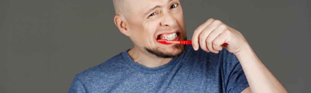 Parodontoza se lahko prepozna, ko med ščetkanjem zob dlesni krvavijo
